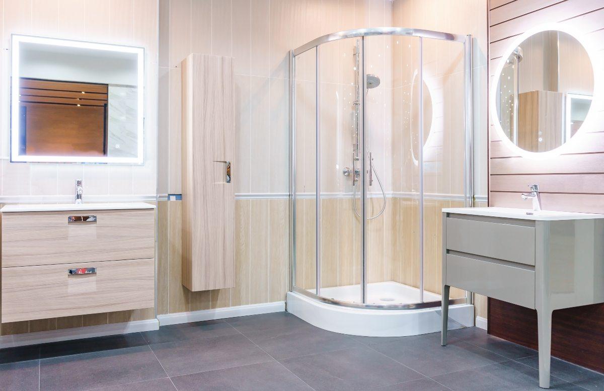 Tipos de mamparas para cuartos de baño | Sevillana de PVC